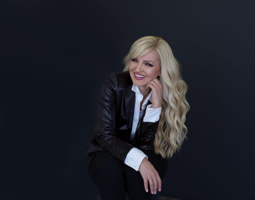 Oksana Entrepreneur and Artist